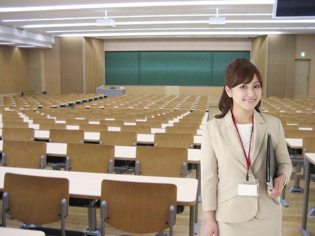 大学で勤務する人